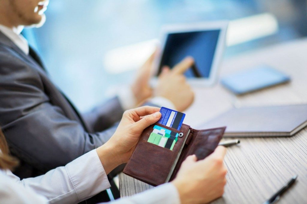 getting-a-business-credit-card-the-pros-and-cons-of-getting-a-business-credit-card-mobe-my-download-1024x682 О деятельности кредитного брокера